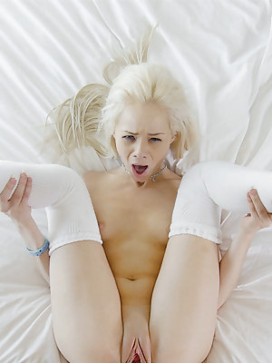 Tiny sporty girl has some pre-game fun with her man's huge cock